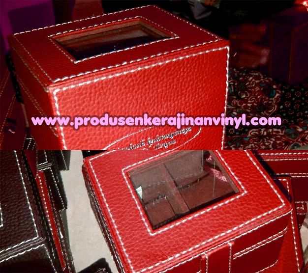 Kerajinan Vinyl Box Jam Merah Marun